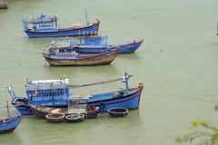 在小捕鱼港口的捕鱼船 库存图片