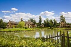 在小村庄之后安置湖 免版税图库摄影