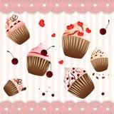 在小条桃红色背景的杯形蛋糕 免版税库存照片