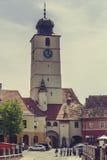 在小正方形,锡比乌,罗马尼亚的委员会塔 库存图片