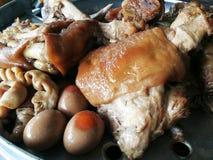 在小汤汤的被炖的猪肉腿 库存照片