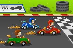 在小汽车赛的孩子 免版税库存图片