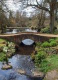 在小河风景的石桥梁 免版税图库摄影