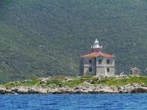 在小海岛特雷斯塔尼克上的一ligthouse 库存照片