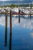 在小游艇船坞反映的岗位 免版税库存照片
