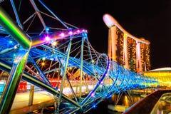 在小游艇船坞海湾沙子的螺旋桥梁,新加坡 免版税库存照片