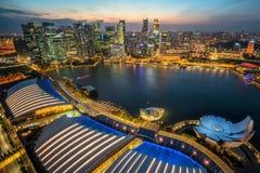 在小游艇船坞海湾的新加坡地平线从鸟瞰图 库存图片