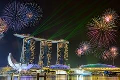 在小游艇船坞海湾的烟花铺沙新加坡 免版税库存照片
