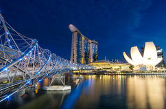 在小游艇船坞海湾附近的新加坡都市风景现代大厦 库存图片