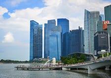 在小游艇船坞海湾,新加坡的现代大厦 库存图片