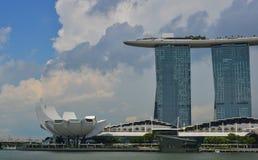 在小游艇船坞海湾,新加坡的现代大厦 免版税库存图片