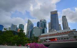 在小游艇船坞海湾,新加坡的现代大厦 图库摄影