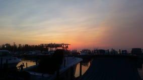 在小游艇船坞的日落 库存照片