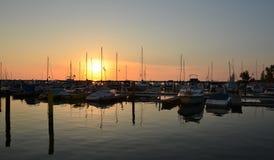 在小游艇船坞的晚上 库存图片