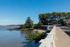 在小游艇船坞-科洛尼亚德尔萨克拉门托,乌拉圭的码头 免版税图库摄影