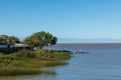 在小游艇船坞-科洛尼亚德尔萨克拉门托,乌拉圭的码头 免版税库存照片