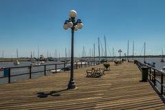 在小游艇船坞-科洛尼亚德尔萨克拉门托,乌拉圭的码头 图库摄影