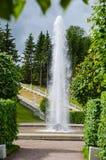 在小瀑布金黄山的脚的Managere喷泉 开化极大的历史记录博物馆一停放peterhof俄语的喷泉 库存照片