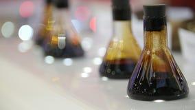 在小瓶的原油在陈列 股票视频
