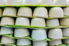 在小瓷杯子的点心泰国椰奶乳蛋糕 免版税库存照片