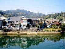 在小的村庄附近的乡下长崎 库存图片