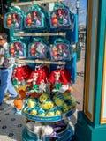 在小的美人鱼乘驾的礼品店在迪斯尼 库存照片
