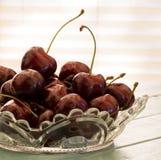 在小碗的新鲜的樱桃 库存图片