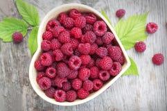 在小碗的莓 免版税库存图片