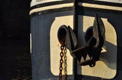 在小船伏尔塔瓦河河,布拉格的船锚 免版税图库摄影