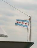 在小船弓的小芝加哥旗子 库存照片