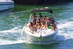 在小船的假日乐趣 库存照片