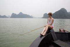 在小船的女孩渔 免版税库存照片