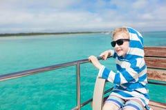 在小船的孩子 免版税库存图片