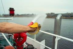 在小船的消防员 免版税库存图片