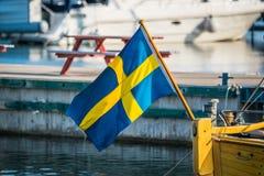 在小船的瑞典旗子 免版税图库摄影