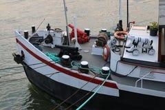 在小船的船首的大炮 免版税库存图片