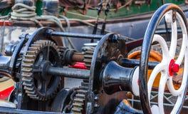 在小船的轮子齿轮 免版税库存图片