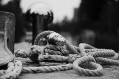 在小船的绳索 库存照片