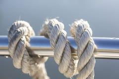 在小船的绳索 库存图片