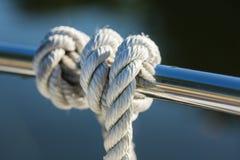 在小船的绳索 免版税图库摄影