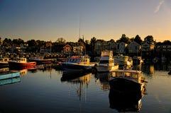 在小船的Sunet在港口 免版税库存图片