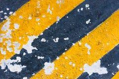 在小船绘的老黄色和黑线 免版税库存照片
