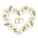 在小苍兰的心脏形状的花卉框架与婚戒的 库存照片