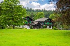 在小西部漂泊温泉镇Marianske Lazne Marienbad -捷克附近的被保存的自然区域Kladska 库存图片