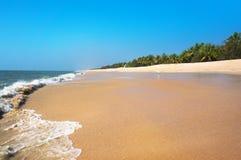 在小遥控的美丽的热带海滩 库存照片