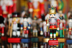 在小锡兵前面的汇集的圣诞节胡桃钳 免版税库存图片