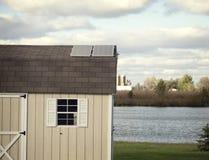 在小附属建筑屋顶的几块太阳电池板  免版税图库摄影