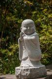 在小雕象前面的扬州苗条西湖寺庙 库存图片