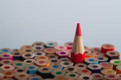 在小组的一支被削尖的红色铅笔蜡笔中 免版税库存图片