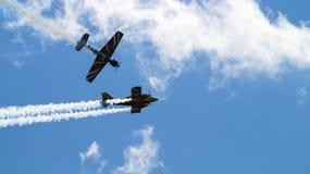 在小组的两架军用飞机飞行 免版税库存照片